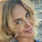 Barbara D'Urso is back on TV and in a bikini it is a dream
