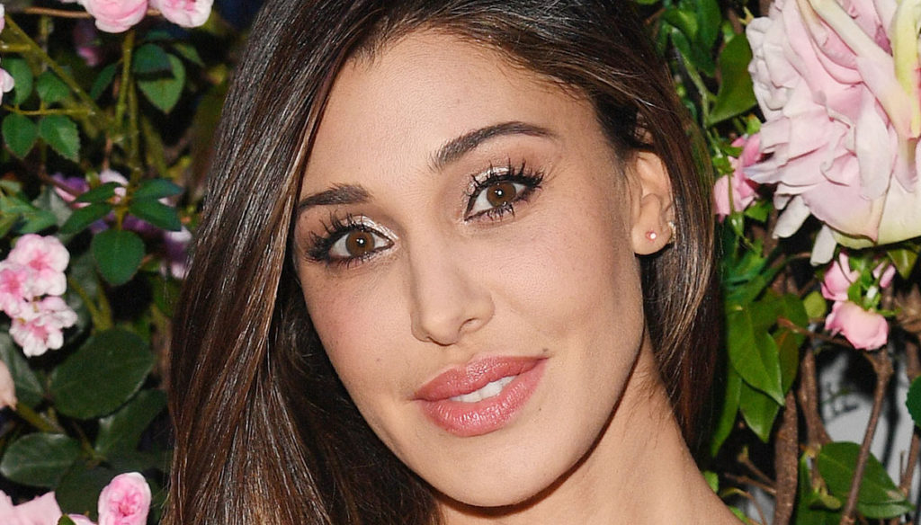 Belen Rodriguez dances at sunset: happy without Stefano De Martino and with Antonio