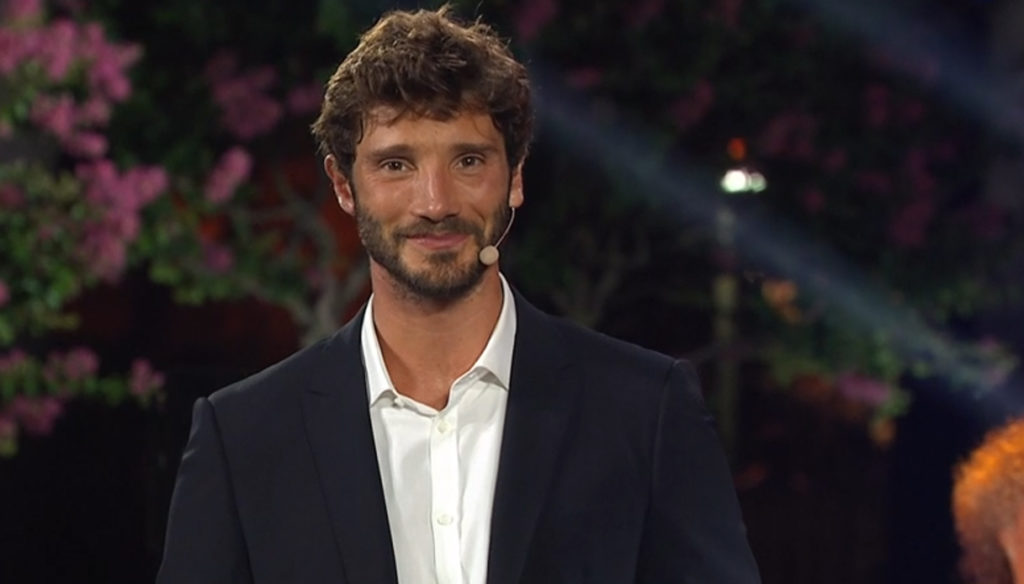 Castrocaro Festival, Stefano De Martino wins the challenge without Belen. And it is a success