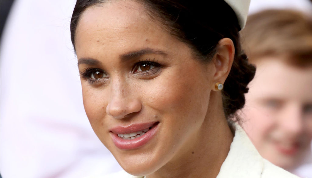 Meghan Markle in shorts and sneakers challenges Kate Middleton and the Reginaa