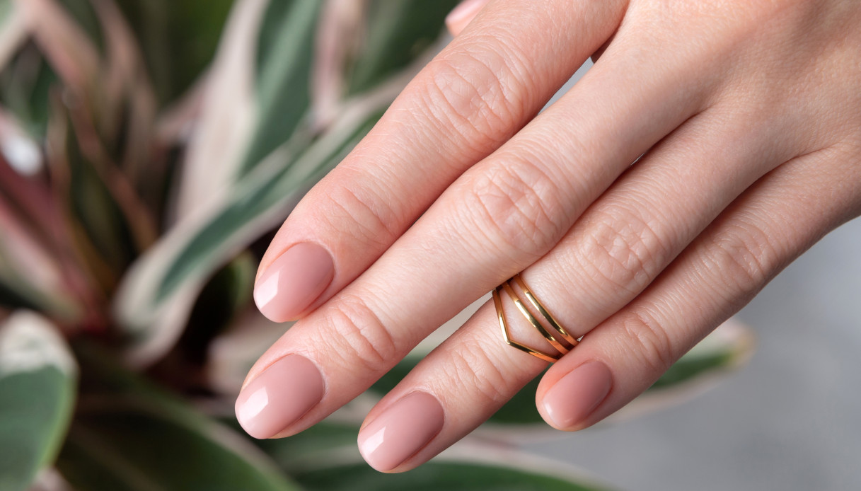 Nude nails for autumn