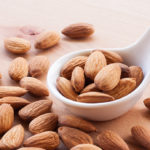 Diet with almonds to protect the heart from heart attack