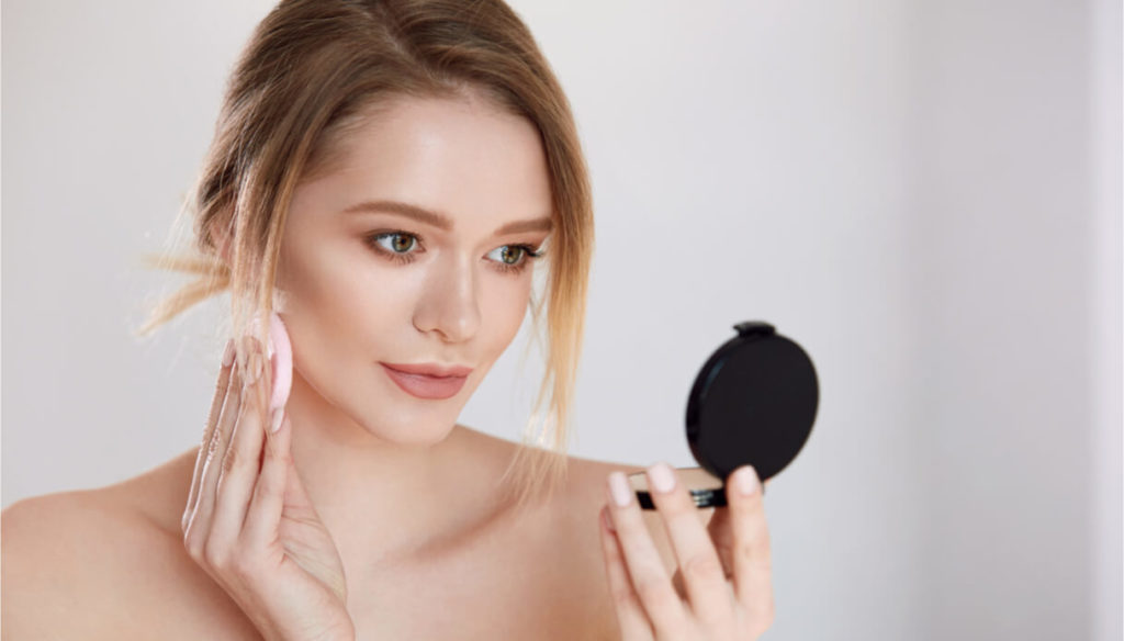 How to use transparent powder in make-up