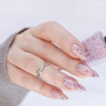 Apply nail polish without smudging: tricks for a top manicure