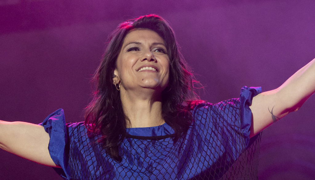 Elisa, big heart: the proceeds from the tour to musicians and crew