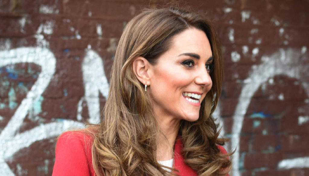 Kate Middleton, the seventies suit is a fairy tale and beats the maxi coat