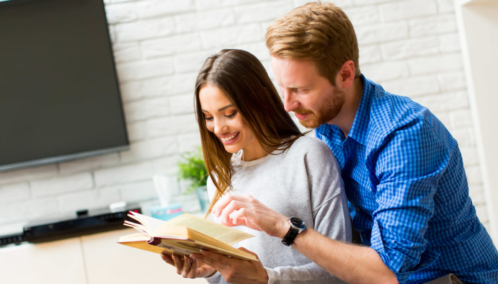 """Covid-19, reading in a """"couple"""" helps well-being"""