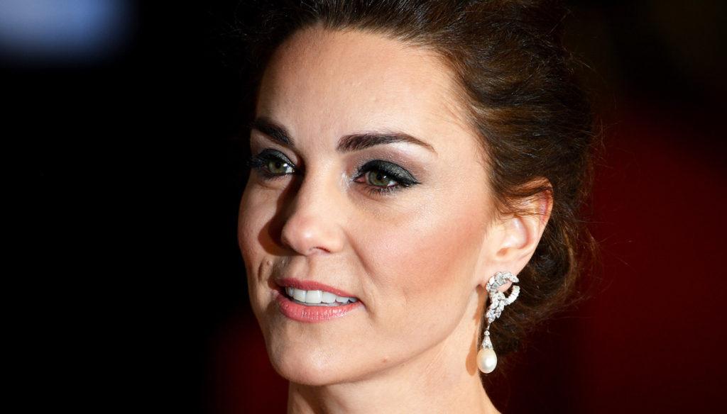 Kate Middleton, la sua giacca perfetta scatena le polemiche con Meghan Markle
