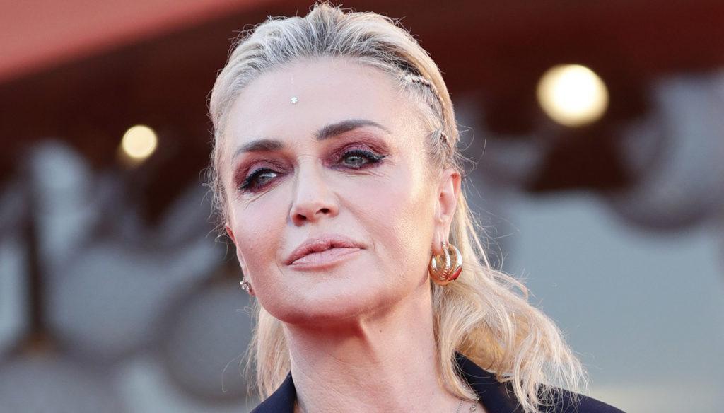 Paola Barale, il look strepitoso lascia senza fiato a Guess My Age