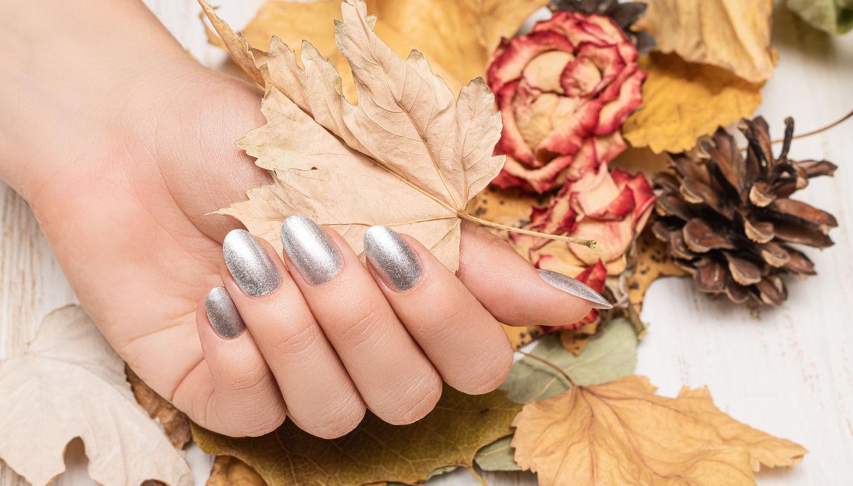 Denim manicure