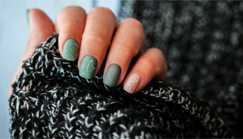 What colors and designs to choose for winter nails