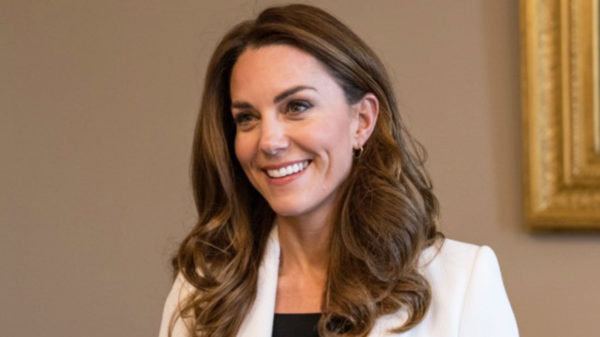 Kate Middleton, the white jacket we all should have. And the change of the 3 looks is a charm