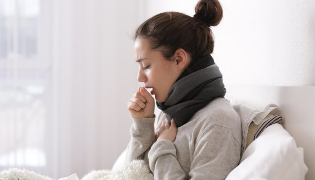 How to calm a cough with natural remedies
