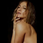 "Jennifer Lopez: nuda a 51 anni per ""In The Morning"" ci insegna tante cose"