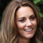 Kate Middleton fa tendenza con la camicia a babydoll. Ma il difetto è evidente