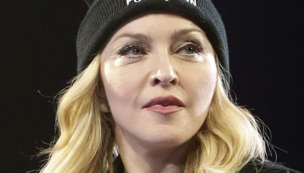 Madonna, first tattoo at 62, photos on Instagram with a quote from one of her songs