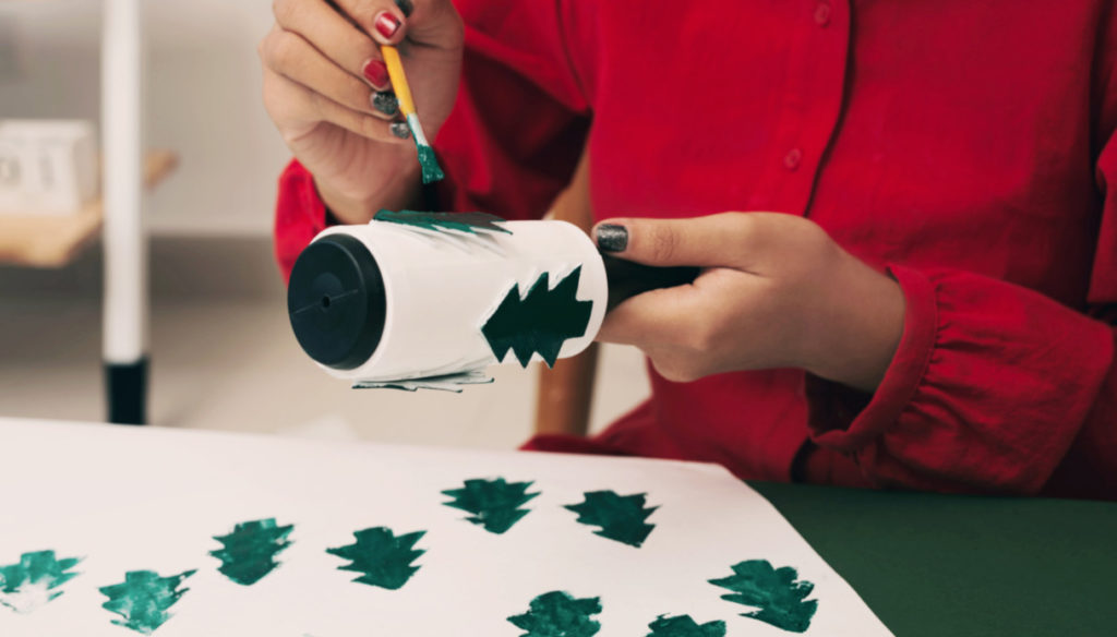 Christmas crafts to do alone or with children