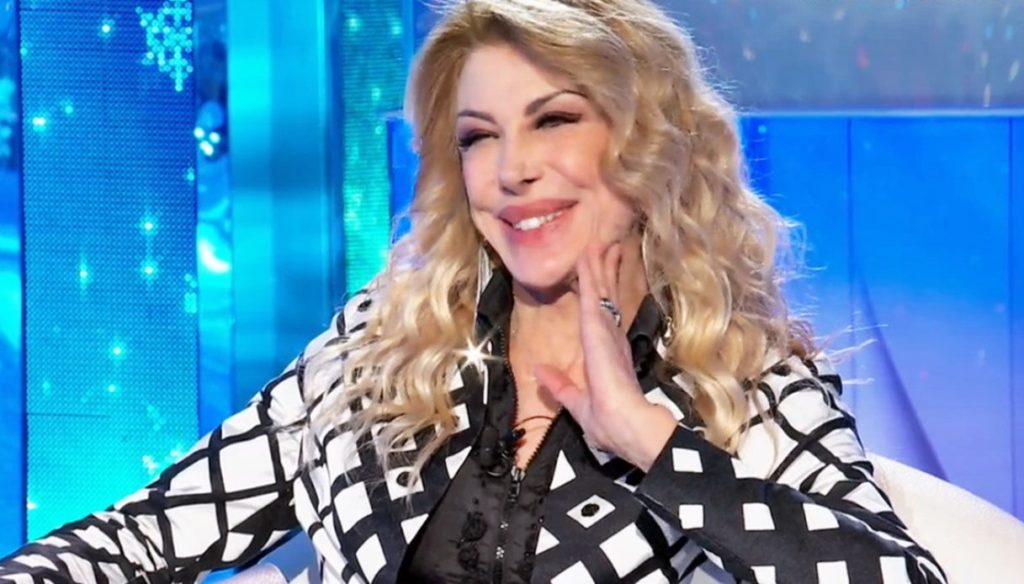 Domenica In, Gabriella Carlucci (Milly's sister) is back on TV: the beginnings and memories with Mara