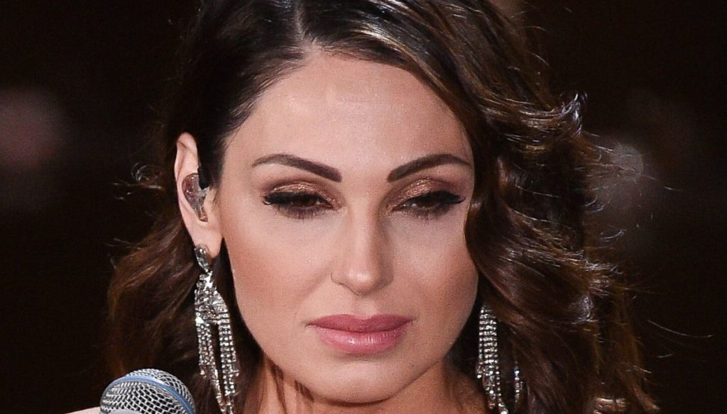 Gigi D'Alessio and Anna Tatangelo rivals on TV: a challenge between Telethon and All Together Now