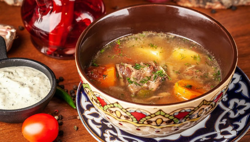 Meat broth in the diet: aid digestion and lose weight