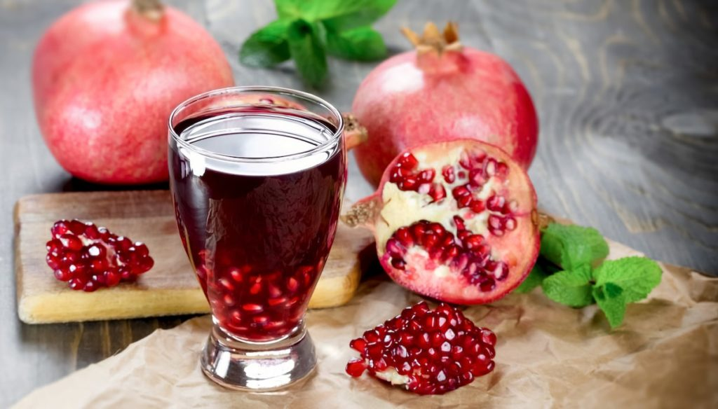 Diet with pomegranate juice, against hypertension and inflammation