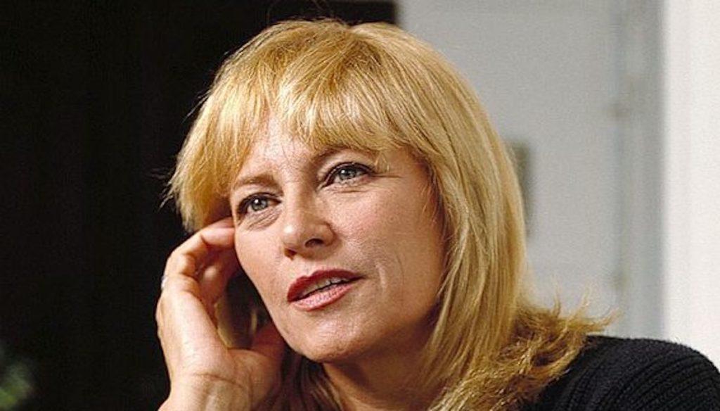 Addio Nathalie, chi era la bellissima ex moglie di Alain Delon