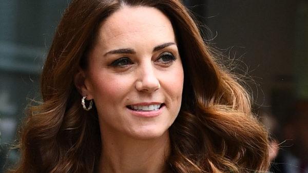 Kate Middleton, nuovo blazer da sogno. E stupisce con la pettinatura