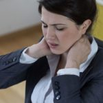 Neck pain: symptoms, remedies and exercises
