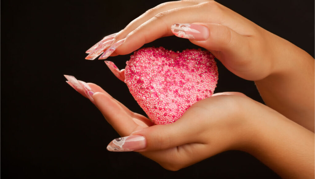 Nail art and romantic nails for Valentine's Day