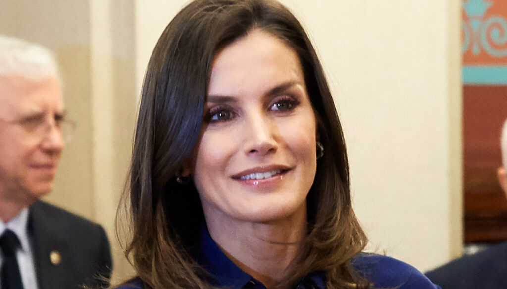 Letizia of Spain discovers arms and legs and enchants with the skirt of power