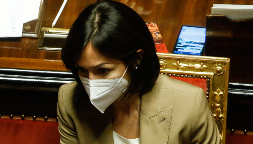 Mara Carfagna overshadows Maria Elena Boschi who consoles herself with Berruti and the Tapiro