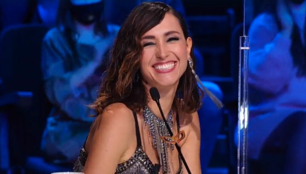 The Masked Singer, Caterina Balivo shines with the 1920s look