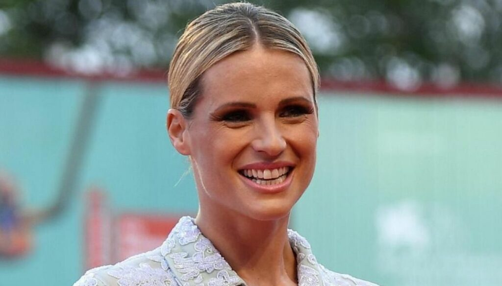 """Michelle Hunziker, on Instagram photos with Aurora """"We wanted you so much"""""""