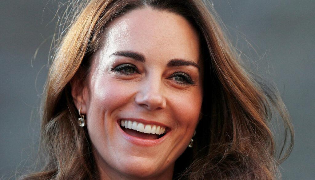 Kate Middleton è un incanto: il segreto della sua giacca smoking