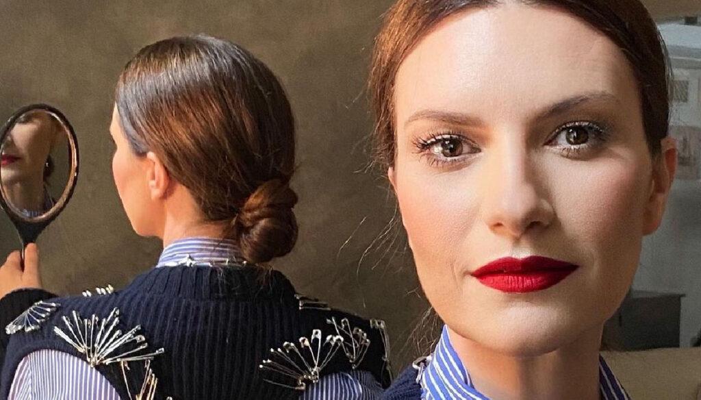 """Laura Pausini allo specchio: """"Cantare è il mio mestiere da sempre"""""""