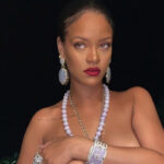 Rihanna, the topless that leaves you breathless and launches a provocation