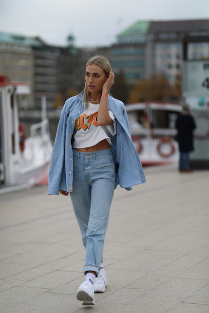 sporty denim total look