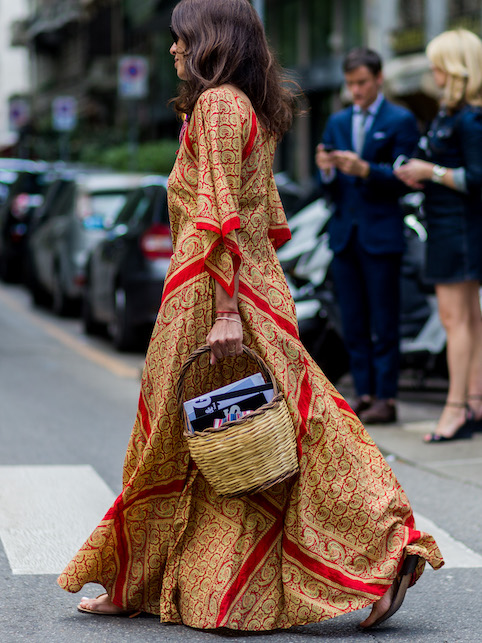 Boho chic look: straw bag