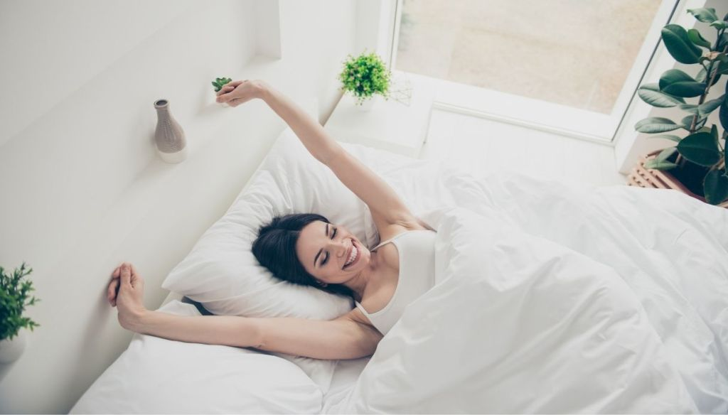 "Smiling brunette woman arms raised bed white sheets bright room ""width ="" 1024 ""height ="" 584 ""srcset ="" https://Tipsforwomens.it/wp-content/uploads/sites/3/2021/03/Federe-in- silk-accessory-to-have-for-the-most-beautiful-skin-and-hair-washing-drying.jpg? resize = 1217,694 1217w, https://Tipsforwomens.it/wp-content/uploads/sites/3 /2021/03/Federe-in-seta-laccessorio-da-avere-per-pelle-and-capelli-piu-belli-lavaggio-asydatura.jpg?resize=300,171 300w, https://Tipsforwomens.it/wp- content / uploads / sites / 3/2021/03 / silk-pillowcases-the-must-have-for-skin-and-hair-more-beautiful-washing-drying.jpg? resize = 768,438 768w, https: / /Tipsforwomens.it/wp-content/uploads/sites/3/2021/03/Federe-in-seta-laccessorio-da-avere-per-pelle-and-capelli-piu-belli-lavaggio-asydatura.jpg?resize = 1024,584 1024w, https://Tipsforwomens.it/wp-content/uploads/sites/3/2021/03/Federe-in-seta-laccessorio-da-avere-per-pelle-e-capelli-piu- beautiful-washing-drying.jpg? resize = 436,249 436w, https://Tipsforwomens.it/wp-content/uploads/sites/3/2021/03/Federe-in-set a-the-accessory-to-have-for-the-most-beautiful-skin-and-hair-washing-drying.jpg? resize = 1080,616 1080w ""sizes ="" (max-width: 1024px) 100vw, 1024px"