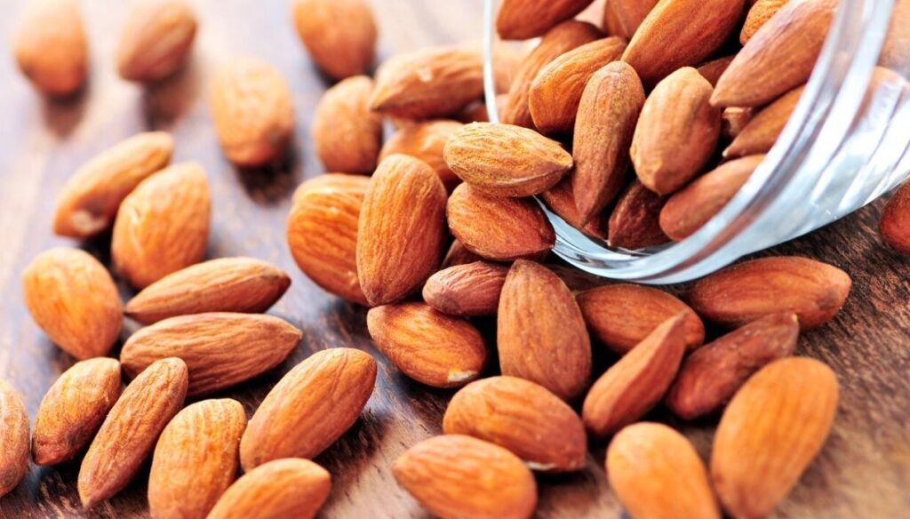 Almonds, how much to eat to reduce wrinkles and skin spots