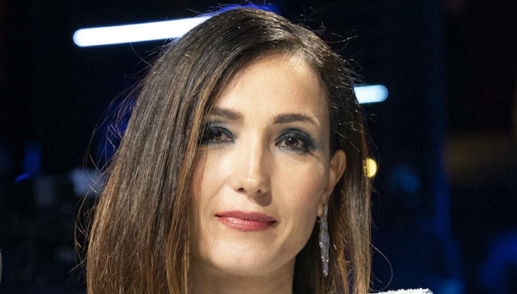 Caterina Balivo risponde a Striscia la notizia e smentisce i ritocchini estetici