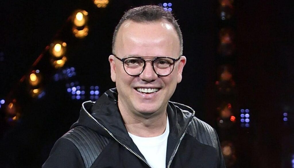Gigi D'Alessio, an air of coexistence with his new girlfriend Denise