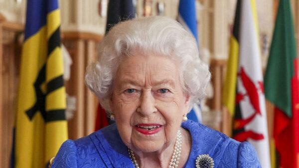 Regina Elisabetta, il discorso è un inno all'unità (e una frecciata a Harry e Meghan)