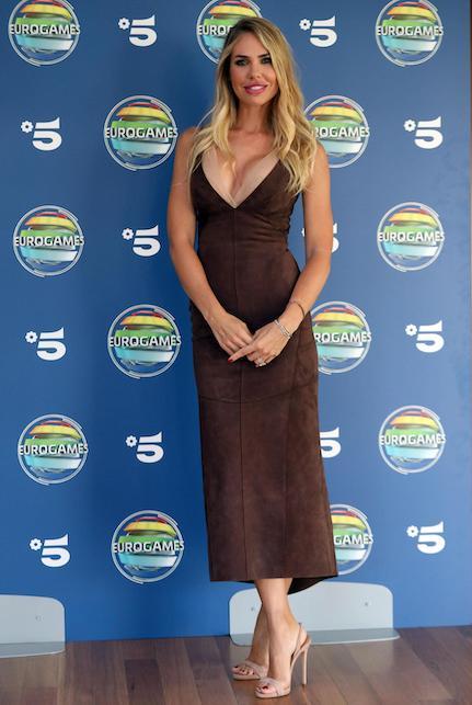 Ilary Blasi in brown dress