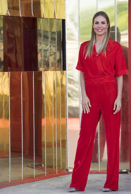 Ilary Blasi in red