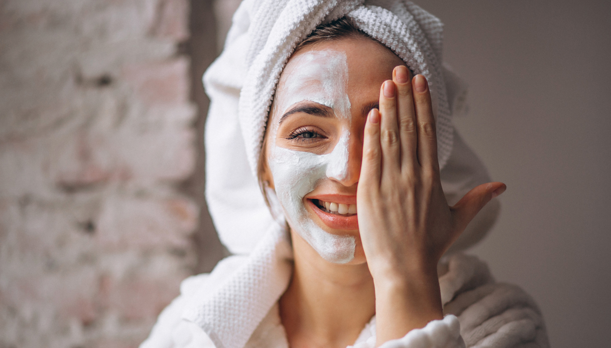 """Salicylic acid face masks """"width ="""" 1080 """"height ="""" 616 """"srcset ="""" https://tipsforwomens.org/wp-content/uploads/2021/04/1619520984_293_Salicylic-acid-what-it-is-and-why-it-is-good.jpg? resize = 1217,694 1217w, https://tipsforwomens.org/wp-content/uploads/2021/04/1619520984_293_Salicylic-acid-what-it-is-and-why-it-is-good.jpg?resize=300,171 300w, https: // Tipsforwomens. it / wp-content / uploads / sites / 3/2021/04 / salicylic-acid-face-mask.jpg? resize = 768,438 768w, https://Tipsforwomens.it/wp-content/uploads/sites/3/2021 /04/acido-salicylic-maschera-viso.jpg?resize=1024,584 1024w, https://Tipsforwomens.it/wp-content/uploads/sites/3/2021/04/acido-salicilico-maschera-viso. jpg? resize = 436,249 436w, https://tipsforwomens.org/wp-content/uploads/2021/04/1619520984_293_Salicylic-acid-what-it-is-and-why-it-is-good.jpg?resize=1080,616 1080w """"sizes ="""" ( max-width: 1080px) 100vw, 1080px"""