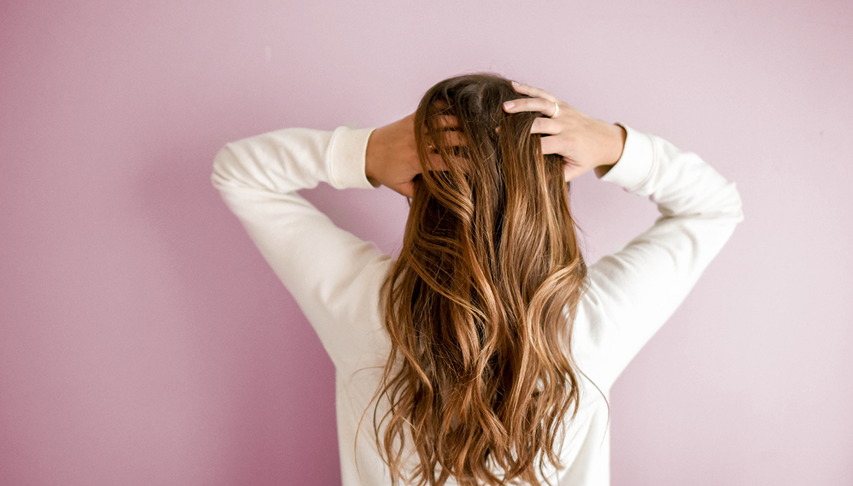 """coconut oil bleached hair """"width ="""" 1080 """"height ="""" 616 """"srcset ="""" https://tipsforwomens.org/wp-content/uploads/2021/04/1619531960_979_Coconut-oil-for-hair-how-to-use-it-and-all.jpg ? resize = 1217,694 1217w, https://Tipsforwomens.it/wp-content/uploads/sites/3/2021/04/cocco-capelli-decolorati.jpg?resize=300,171 300w, https: // Tipsforwomens .it / wp-content / uploads / sites / 3/2021/04 / coconut-oil-bleached-hair.jpg? resize = 768,438 768w, https://Tipsforwomens.it/wp-content/uploads/sites/3/ 2021/04 / coconut-oil-bleached-hair.jpg? Resize = 1024,584 1024w, https://Tipsforwomens.it/wp-content/uploads/sites/3/2021/04/olio-cocco-hair-decolorati .jpg? resize = 436,249 436w, https://tipsforwomens.org/wp-content/uploads/2021/04/1619531960_979_Coconut-oil-for-hair-how-to-use-it-and-all.jpg?resize=1080,616 1080w """"sizes ="""" (max-width: 1080px) 100vw, 1080px"""