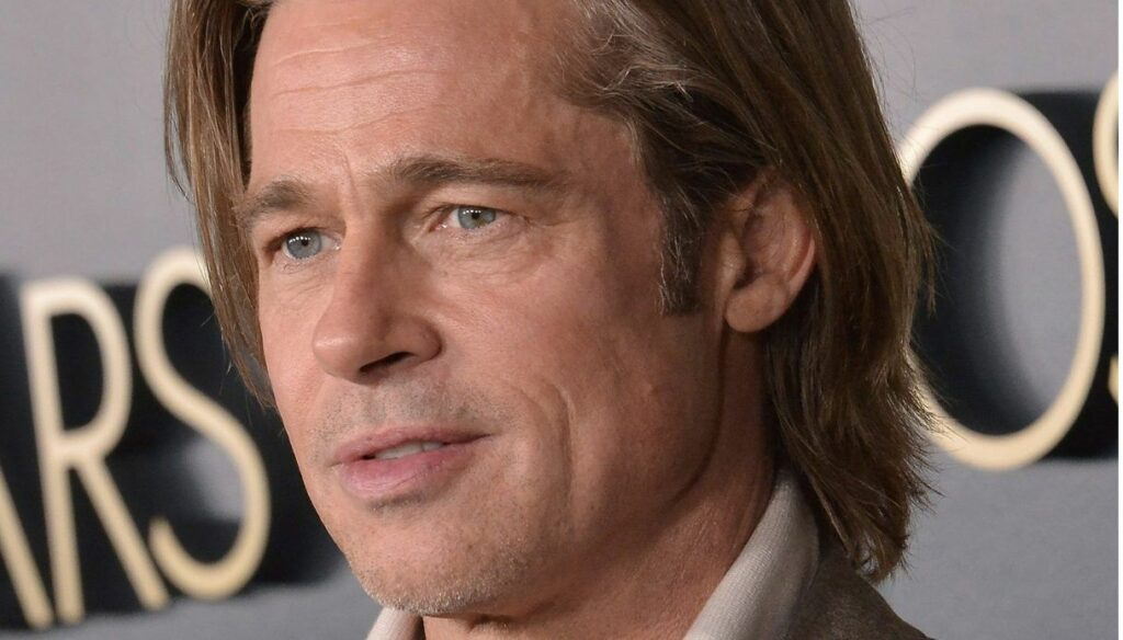 Brad Pitt walks out of the clinic in a wheelchair and worries fans