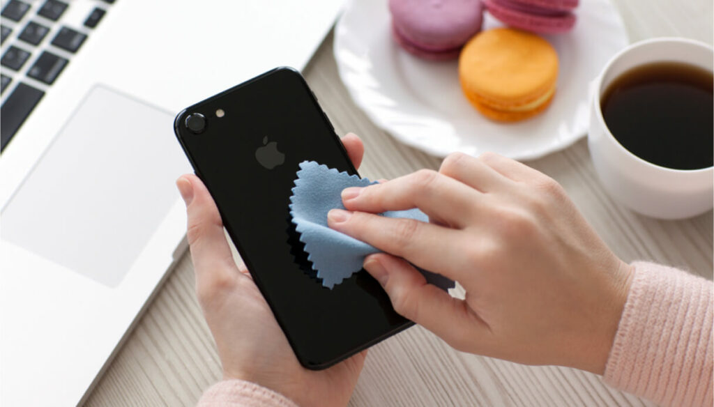 How to clean and sanitize your smartphone