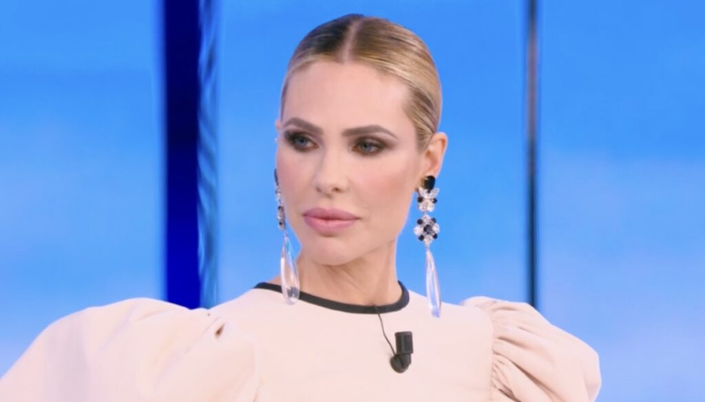 Isola: Ilary Blasi changes style and amazes, but the reality show doesn't take off